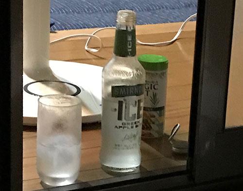 写真、お酒ジン